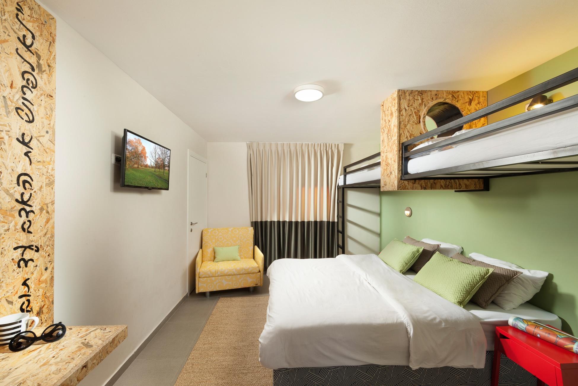 חדר בזלת עם מיטת גלריה
